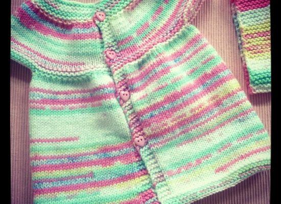 Petite robe bébé au tricot très facile