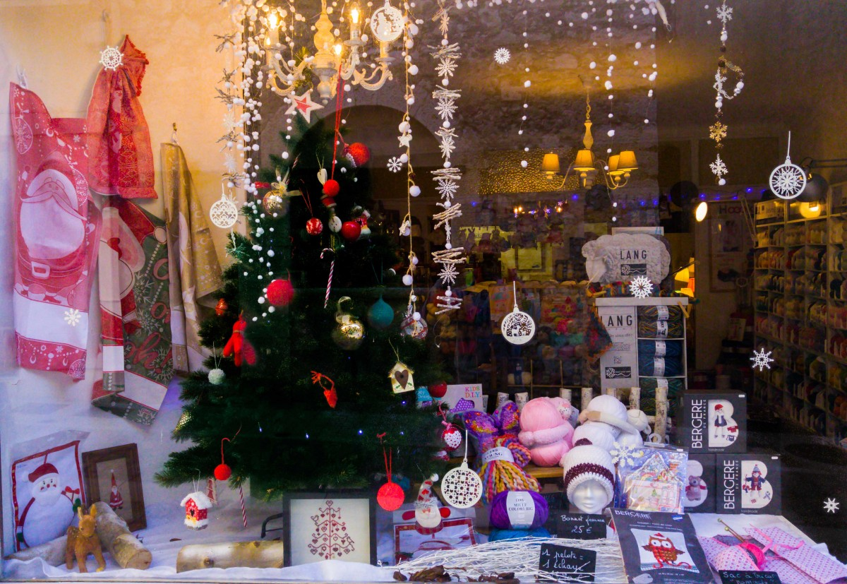 Petit cadeau aux brodeuses en attendant Noël…